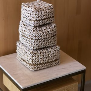 Karangsari set - set of 4 baskets with cowrie shells