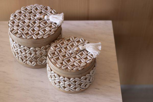 Sukawana set - set of 2 baskets with cowrie shells - round