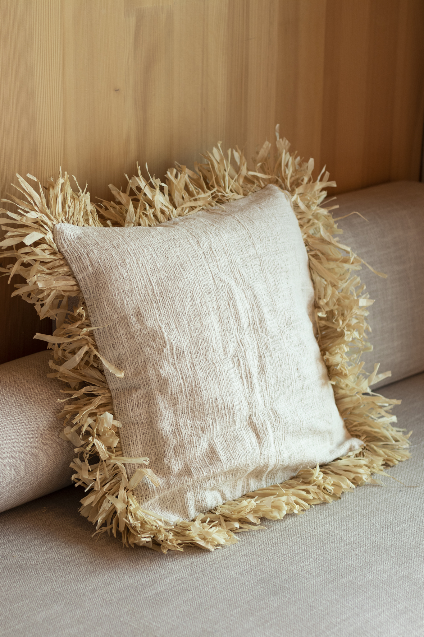 Linen cushion cover with raffia fringe NEW