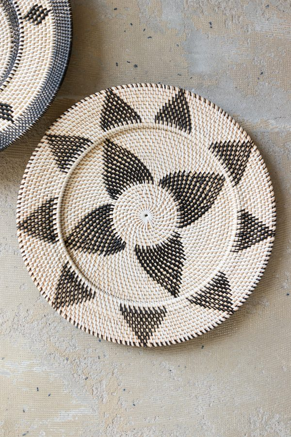 Woven wall plate