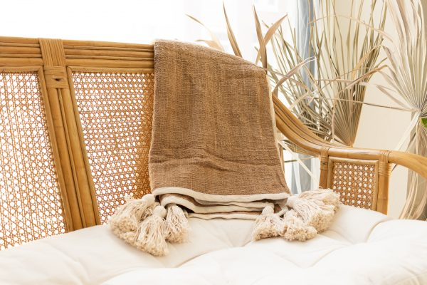 Soft cotton throw with tassels